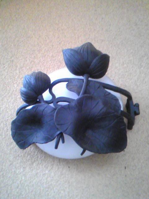 照明器具にハスの花のアイアン