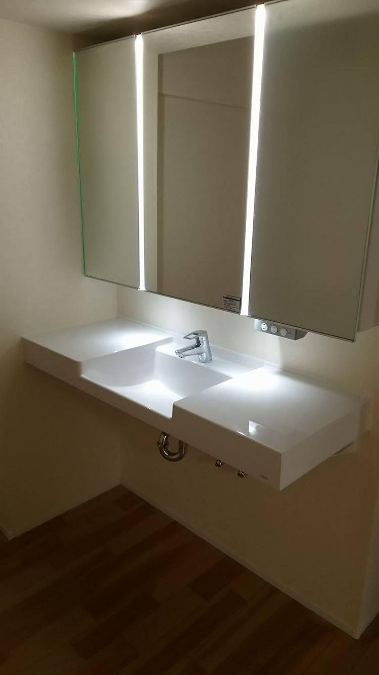 マーブライトカウンターとラシス三面鏡ライン照明